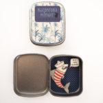 boite reconfort sardine extraordinaire interieur exterieur 150x150 - Boite Réconfort Minute Sardine Extraordinaire