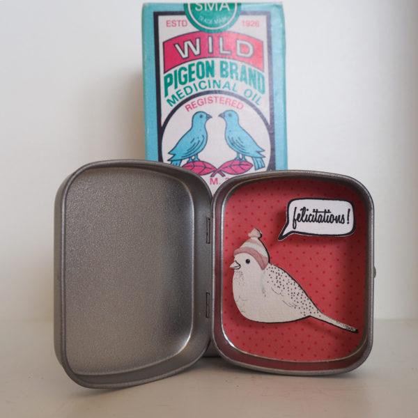 boite reconfort oiseau felicitations 600x600 - Boite Réconfort Minute Oiseau Félicitations
